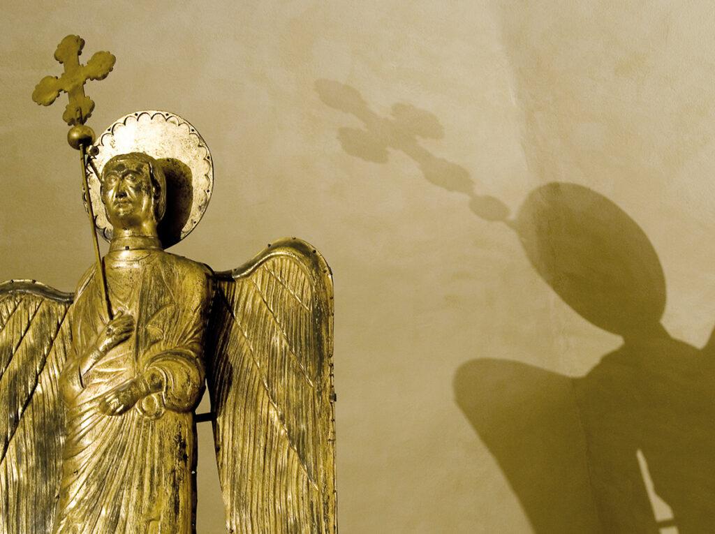 (L'Ange d'Or dans son nouveau siège à l'intérieur du Musée Diocésain de Parme. Source : http://www.piazzaduomoparma.com/museo-diocesano/)