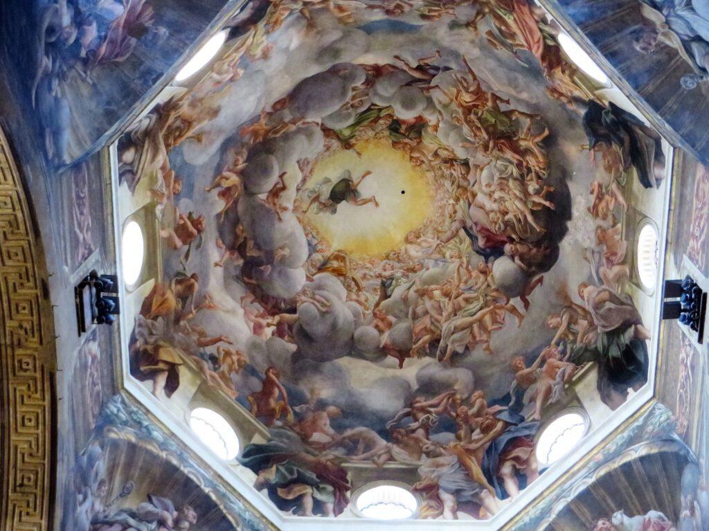 (Vue de l'Assomption de la Vierge par Correggio à l'intérieur de la coupole du Dôme. Source : Pixabay)