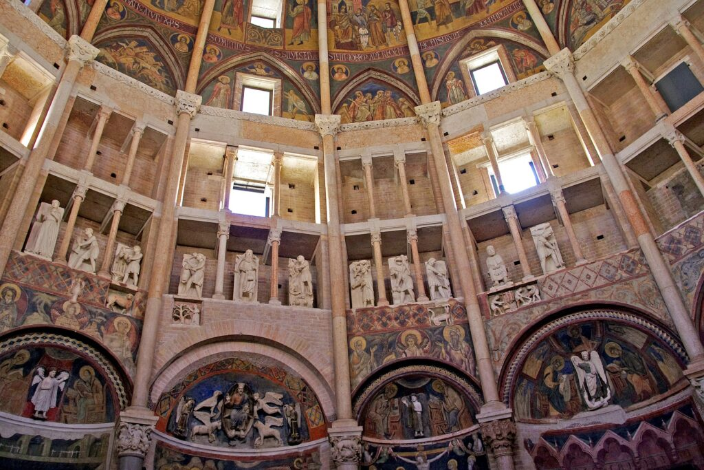 (Veduta interna del Battistero di Parma. Fonte: Pixabay)