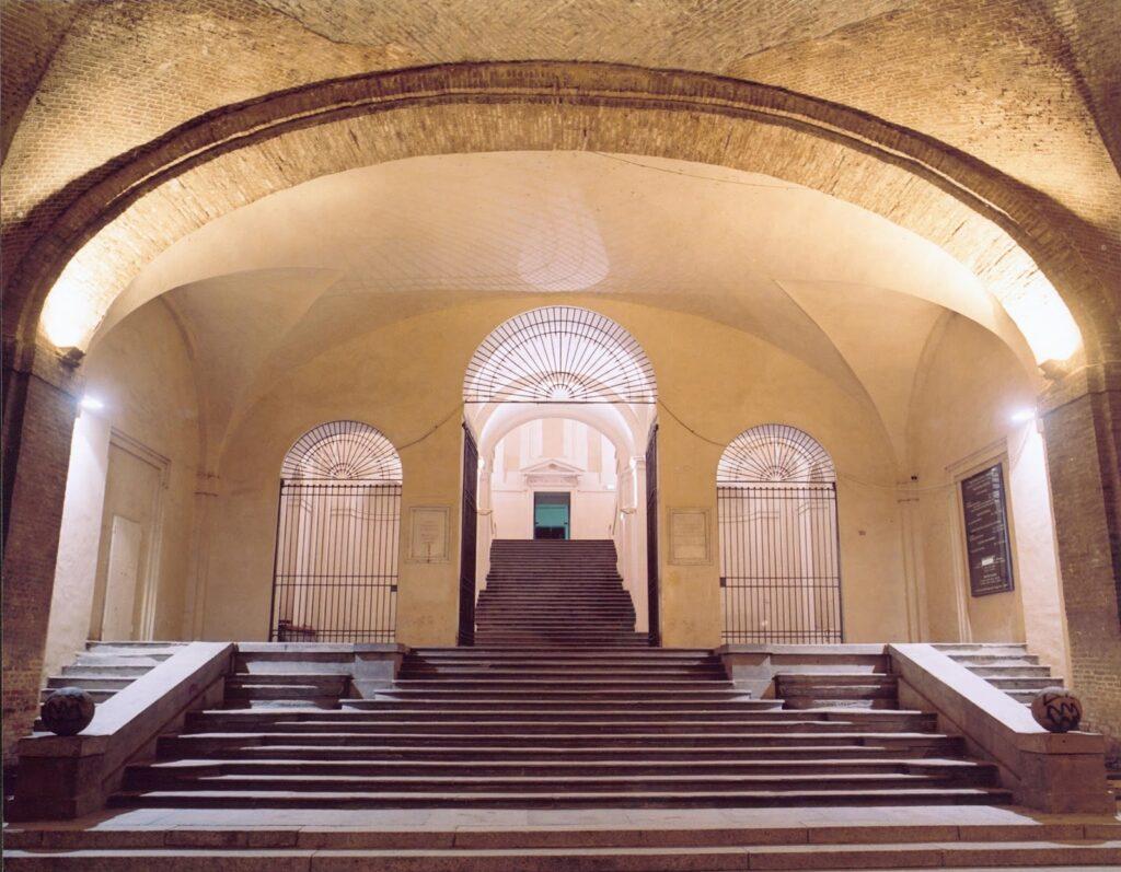 [cml_media_alt id='2965']Lo scalone del Palazzo della Pilotta - Fonte: la-guidaparma.blogspot.com[/cml_media_alt]